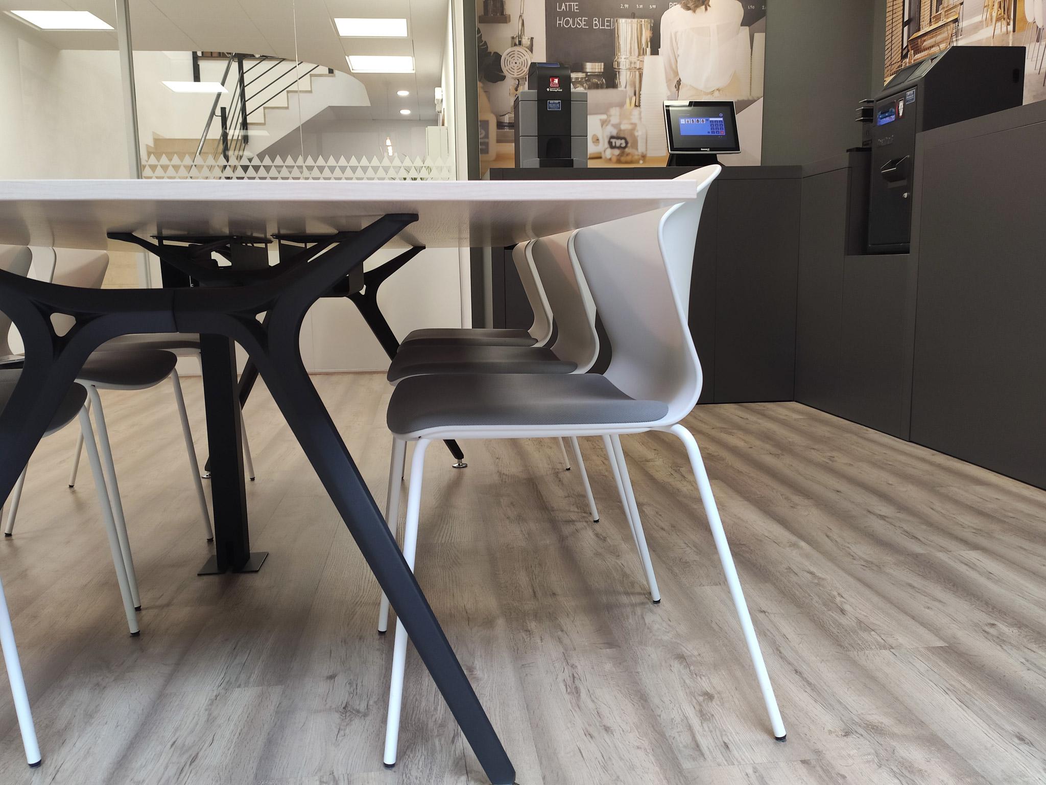 atelier4-anna-junca-interiorista-arquitectura-interior-disseny-interiorisme-banyoles-girona-barcelona-costa-brava-reforma-oficines-showroom-edyma-8
